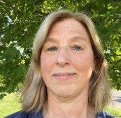 Sue Petke headshot